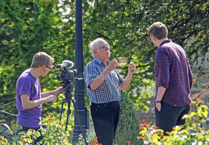 Członkowie ekipy telewizyjnej na lokaci obrazy royalty free
