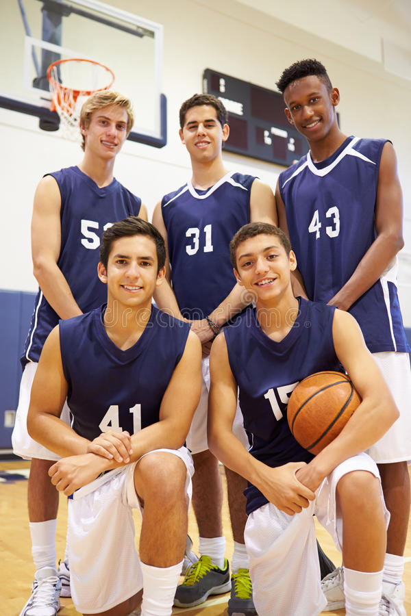 Członkowie Męska szkoły średniej drużyna koszykarska zdjęcia stock