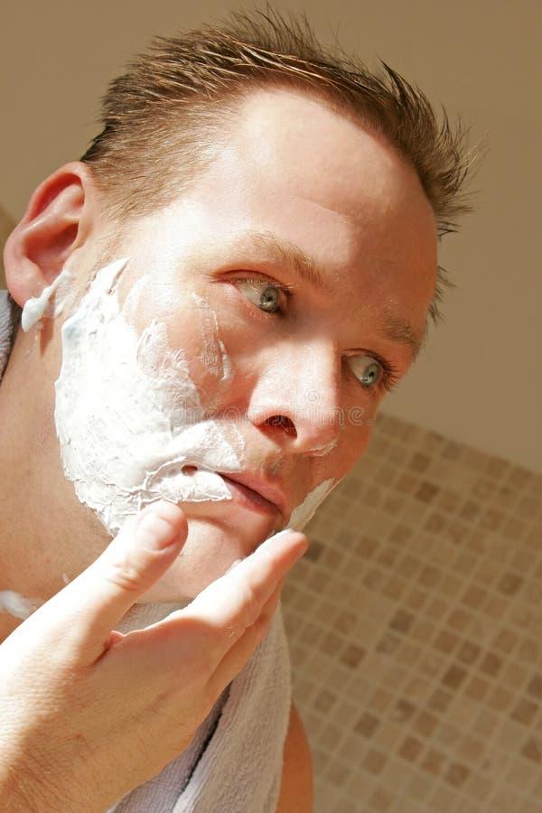 człowiek do golenia obraz stock
