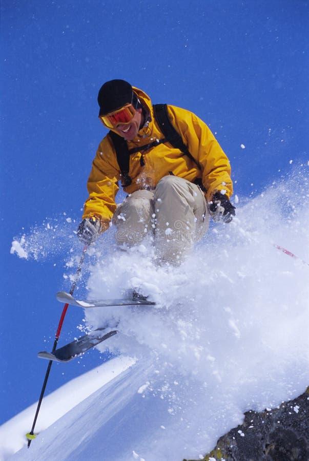 człowiek narciarstwa young fotografia stock