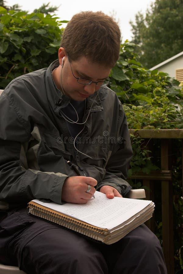 człowiek piśmie young zdjęcia royalty free