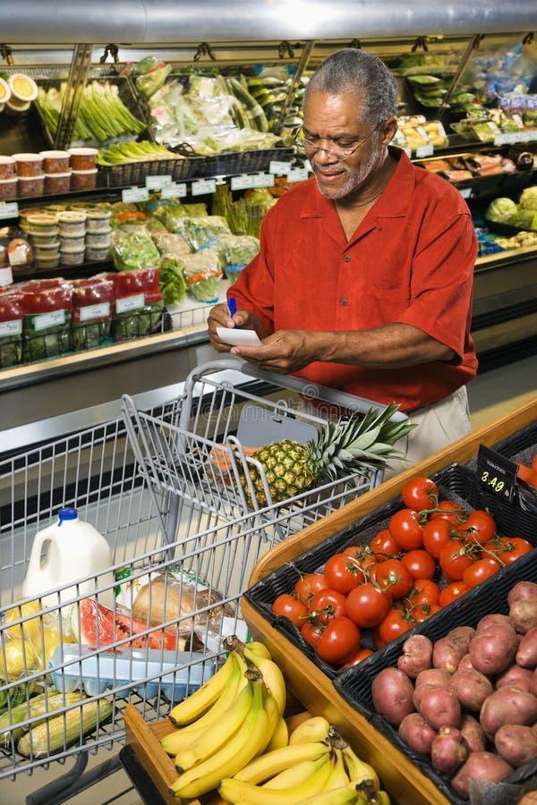 człowiek sklepu spożywczego zakupy obraz stock