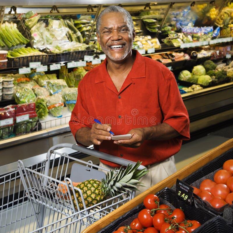 człowiek sklepu spożywczego zakupy obrazy stock