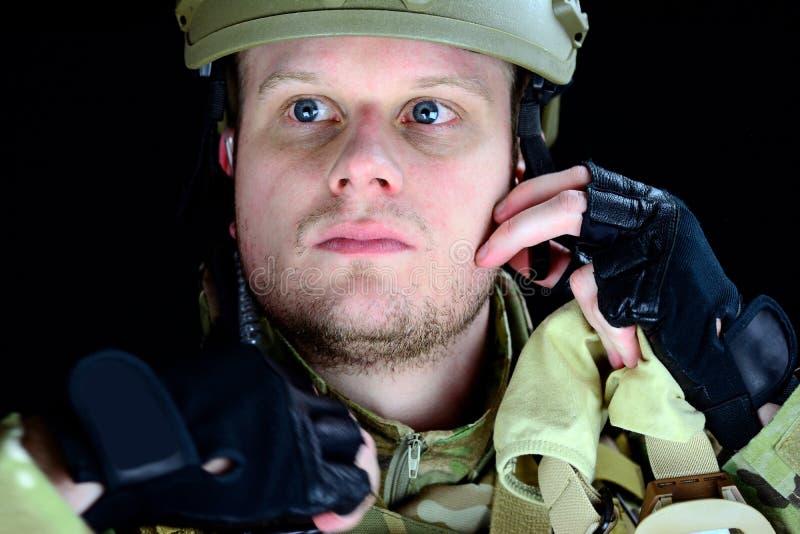 człowiek wojska kciuki w górę zdjęcie stock