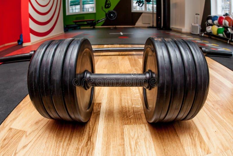 Czajnik Bells/Kettlebells /dumbbells w gym zdjęcie royalty free