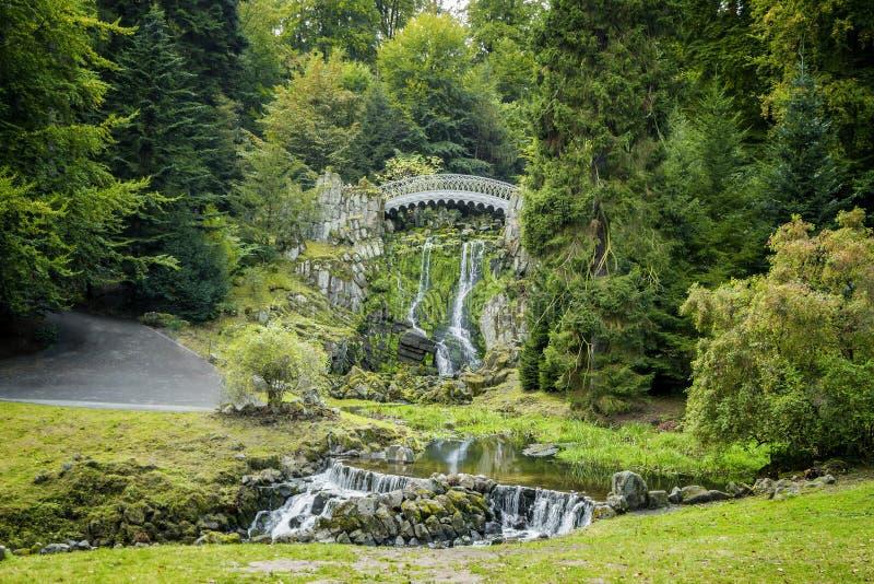 Czarci most w halnym parkowym Wilhelmshoehe fotografia stock