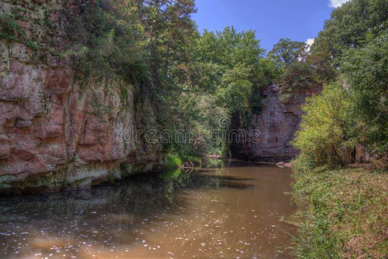 Czarci ` s Gulch lokalizuje Garretson i jest, Południowy Dakota dokąd Sławny Banicyjny Jesse James skakał przez obraz royalty free