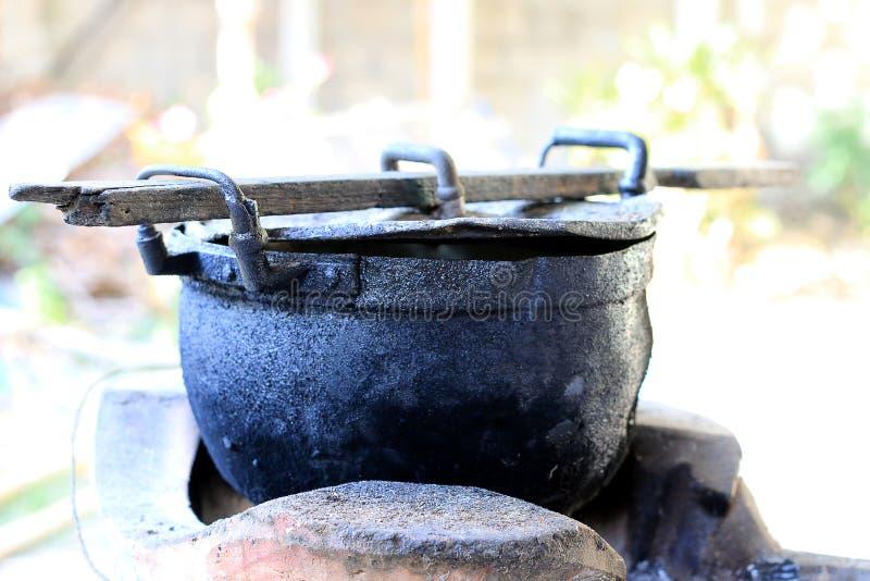 Czarna łupka dla gotować w północy Thailand i garnek, stary garnka czerni kolor zdjęcie stock