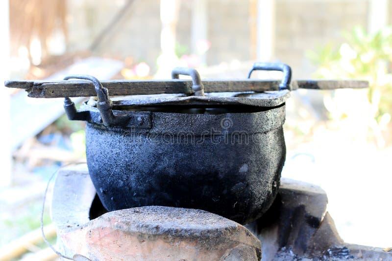 Czarna łupka dla gotować w północy Thailand i garnek, stary garnka czerni kolor obrazy royalty free