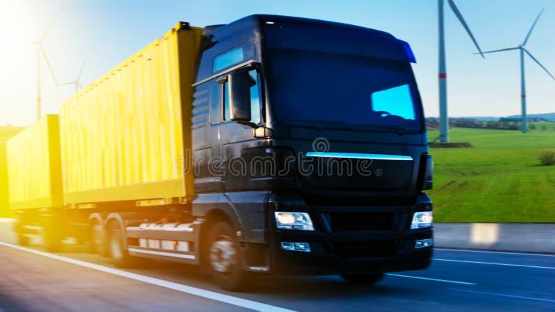 czarna furgonetka drogowa Pyrenees halna ciężarówka Spain obrazy stock