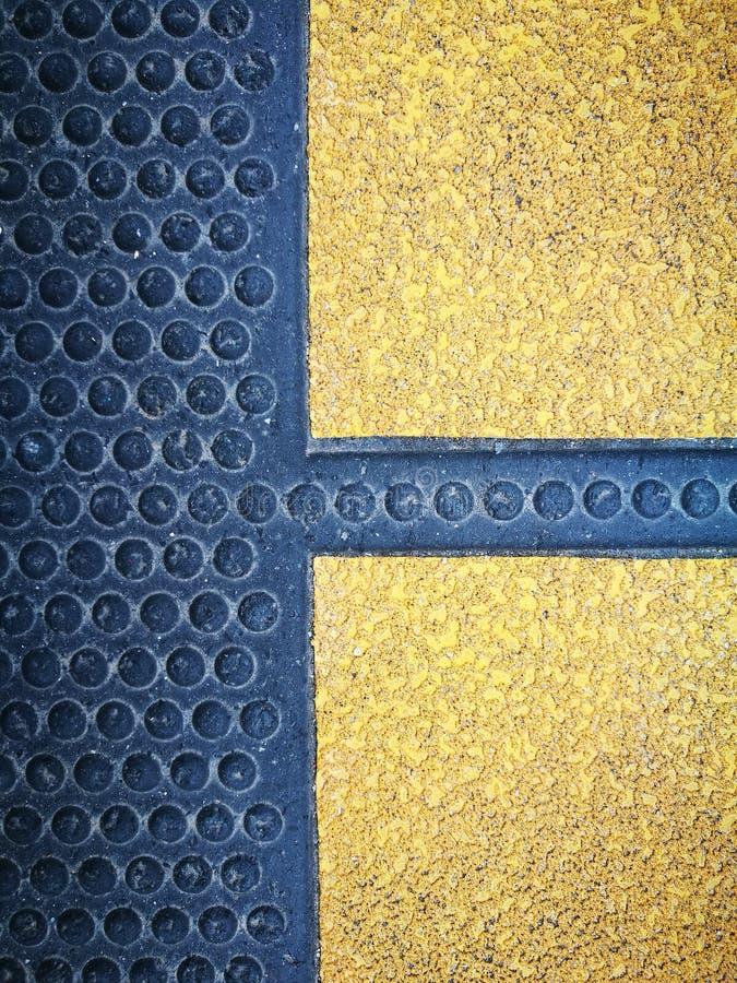 Czarna i żółta guma z burzliwość guzikiem zdjęcie royalty free