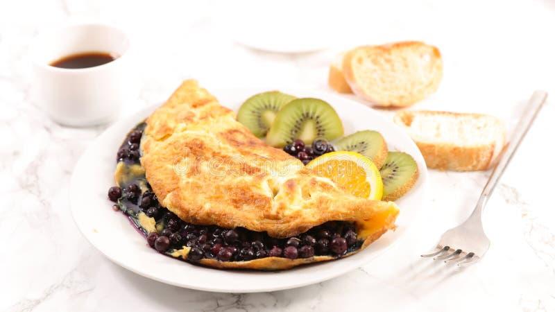 Czarna jagoda omlet fotografia royalty free