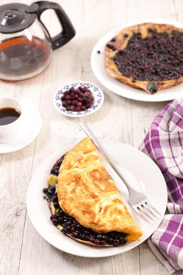 Czarna jagoda omlet obraz royalty free