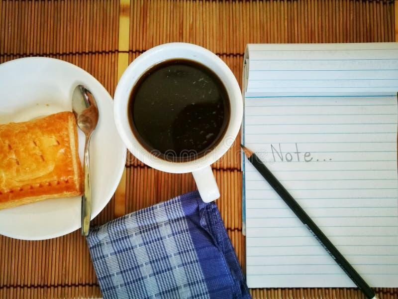 Czarna kawa w białym szkle obrazy royalty free