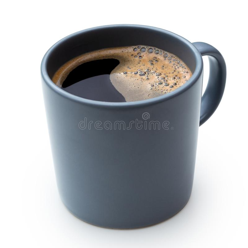 Czarna kawa w niebieskoszarym ceramicznym kubku odizolowywającym na bielu fotografia royalty free