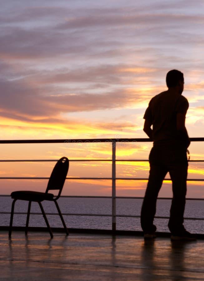 czarna krzesło sylwetka mężczyzny zdjęcie royalty free