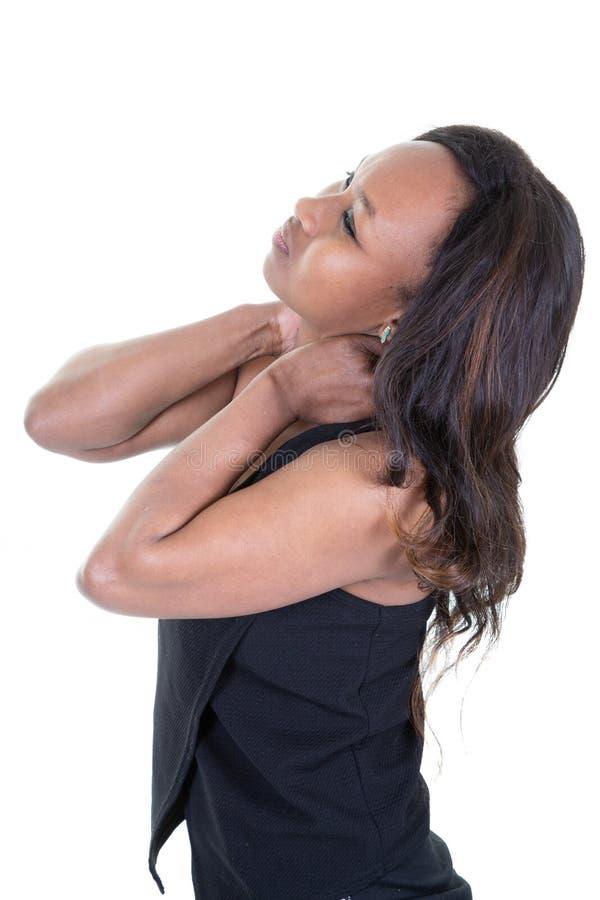 Czarna młoda kobieta z szyja bólu nacieraniem na białym tle obraz stock