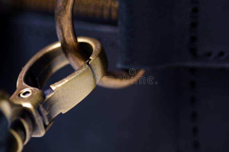 Czarna skórzana torba makro tekstura akcesoria zamek fotografia royalty free