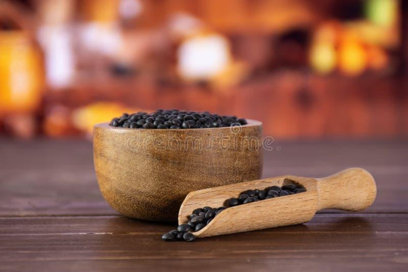 Czarna soczewicy bieługa z nieociosaną kuchnią zdjęcie royalty free