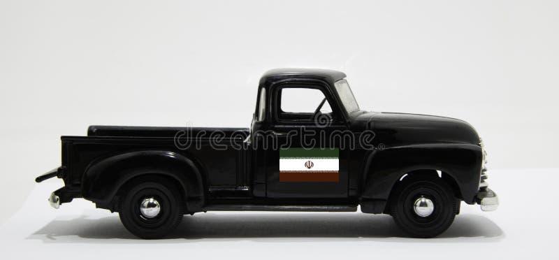 Czarna windowa ciężarówka z irańską flagą na drzwiach zdjęcia royalty free