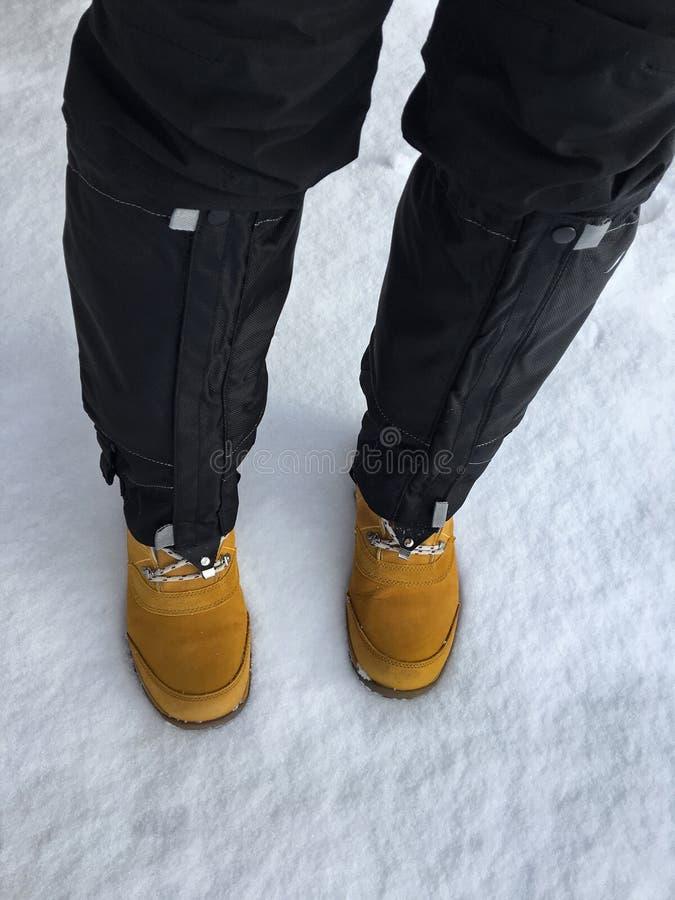 Czarna wodoodporna śnieżna pokrywa, getry zakrywa czarną nartę dyszy tr zdjęcia stock