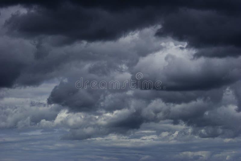 czarne chmury nieba grom obraz stock