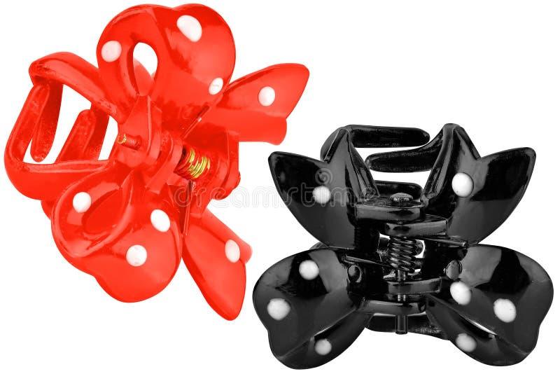 Czarne i czerwone plastikowe włosiane klamerki, odosobnione na białym tle zdjęcia stock