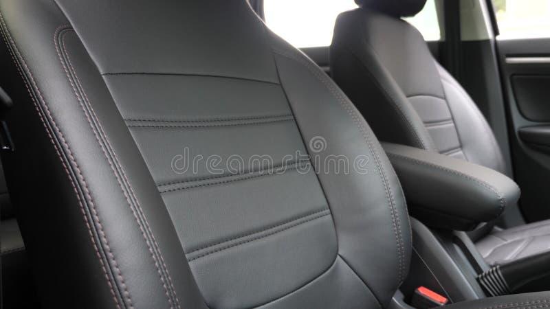 Czarne rzemienne siedzenie pokrywy w samochodzie Pi?kny rzemienny samochodowy wewn?trzny projekt Eleganccy sk?r siedzenia w samoc zdjęcie royalty free