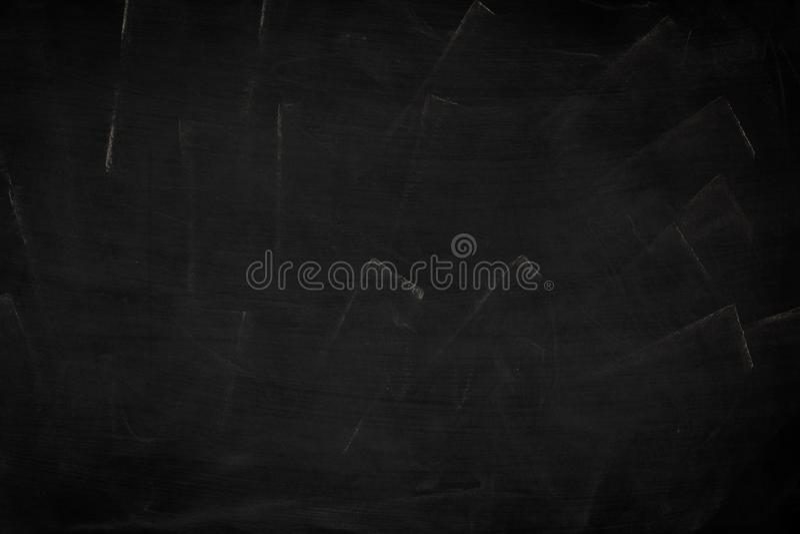 Czarnego grunge brudna tekstura z copyspace Abstrakt kreda nacierał za blackboard lub chalkboard tle na Tapeta z pustym obrazy stock