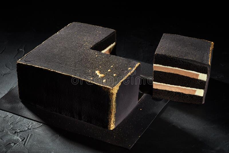 Czarnego kwadrata tort z złocistymi krawędziami Być może najlepszy widok obraz stock