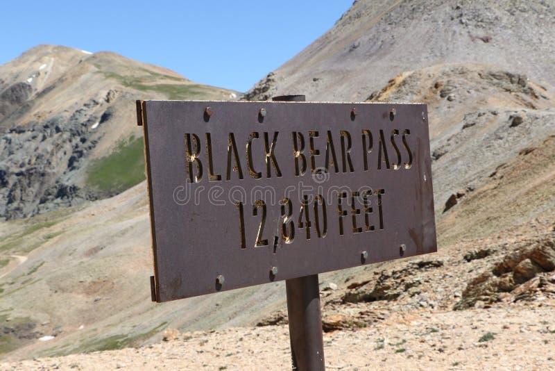 Czarnego niedźwiedzia przepustki szczytu elewacji markier obraz royalty free