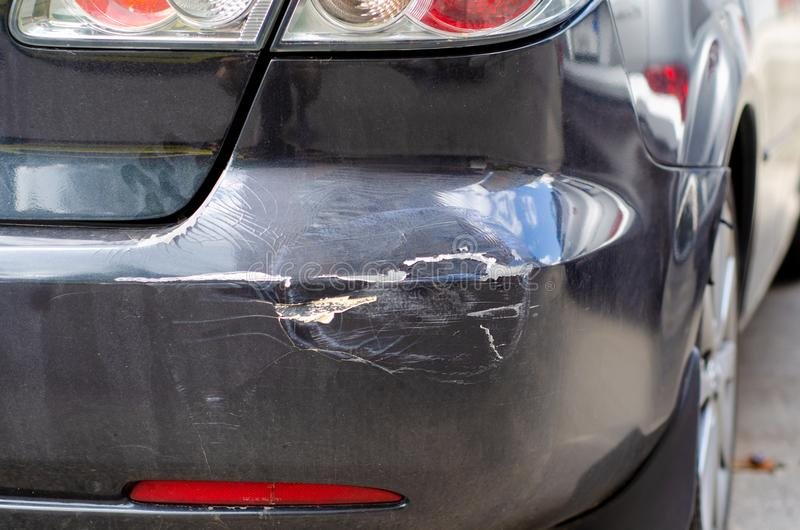 Czarnego samochodowego wklęśnięcia tylni zderzak zdjęcie royalty free