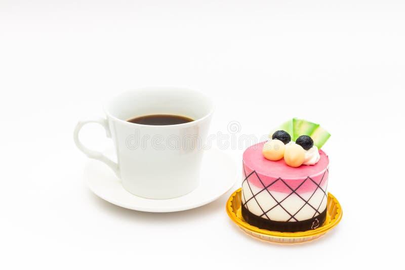 czarnej jagody babeczka z czarną kawą w białym kawowym kubku obraz stock