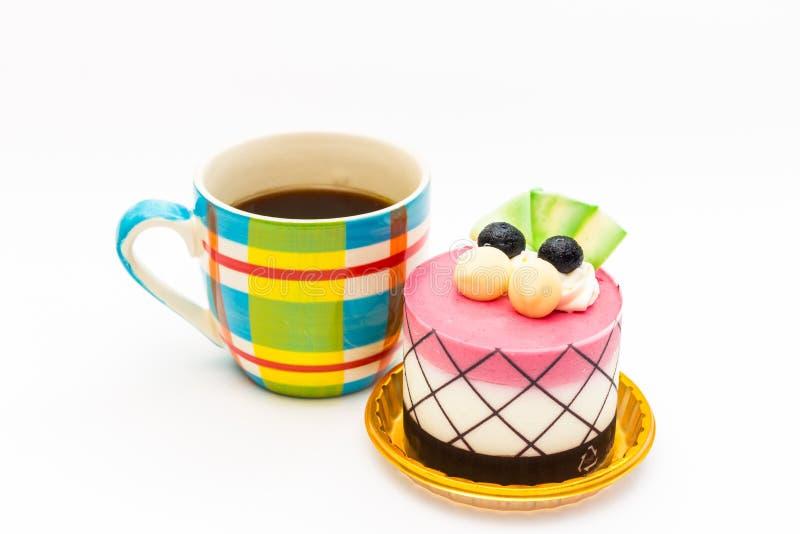 czarnej jagody babeczka z czarną kawą w koloru kawowym kubku zdjęcie stock