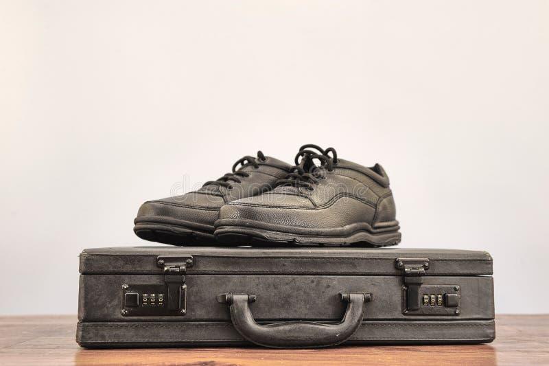 Czarni Chodzący buty zdjęcia royalty free
