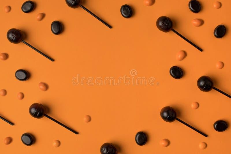 Czarni i pomarańczowi lizaki fotografia royalty free