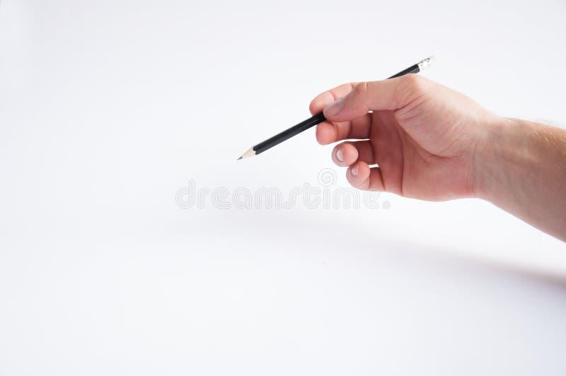 Czarni ołówków chwyty w jego prawej ręce remisy obrazy royalty free