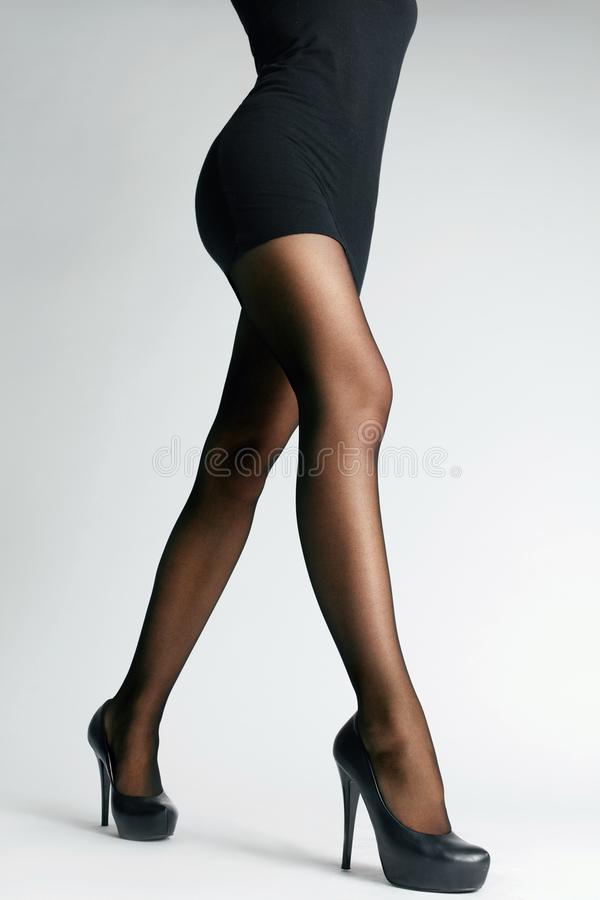 Czarni rajstopy Kobiet nogi Z Pantyhose zdjęcie royalty free