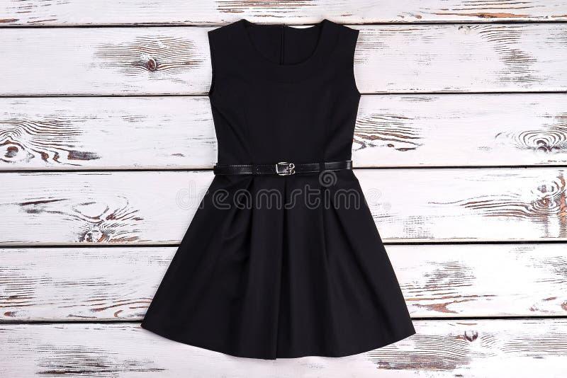 Czarni sleeveles zwierają bawełny suknię obraz royalty free