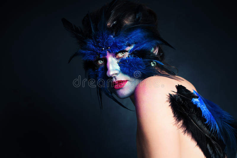 czarni włosy Halloween długiego spojrzenia makeup dyniowy seksowny strzał ja target885_0_ czarownicy kobieta Fantazi Ptasia kobie zdjęcia royalty free