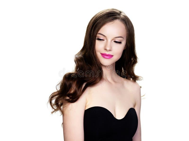 Czarni włosy kobiety piękny portret odizolowywający na bielu obrazy royalty free