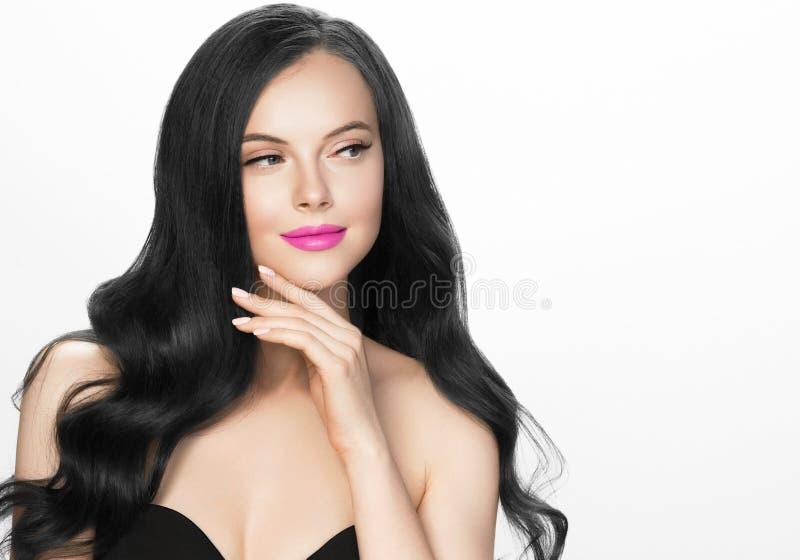 Czarni włosy kobiety piękny portret odizolowywający na bielu zdjęcie stock