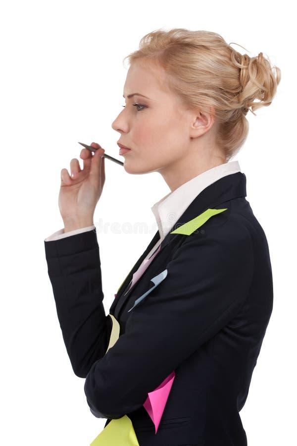 czarny biznesowi mienia pióra kostiumu kobiety potomstwa obraz royalty free
