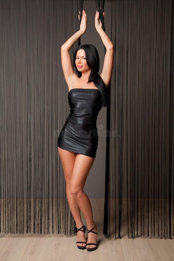 czarny brunetki sukni seksowny skrót zdjęcie royalty free