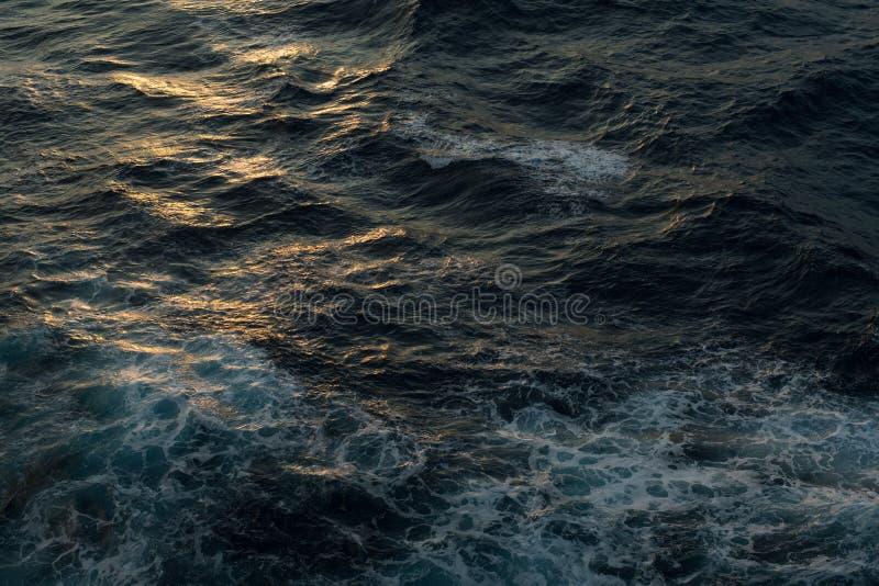 czarny Chmurny głęboki błękita sen ocean zdjęcie stock