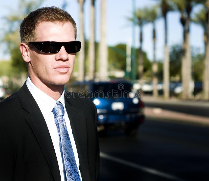 czarny ciemny mężczyzna cieni kostiumu target198_0_ fotografia royalty free