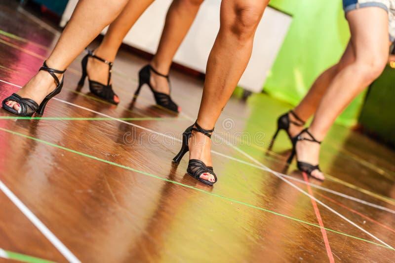 czarny dancingowe ilustracje ustawiać wektorowe białe kobiety zdjęcie stock