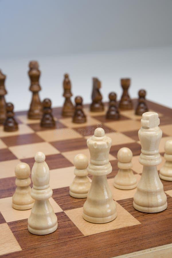 czarny deskowego czeka koniec gry biznesowego głównej atrakci kumpla strat metafory szachy monochrom nad sukcesem strategii bierz obrazy royalty free