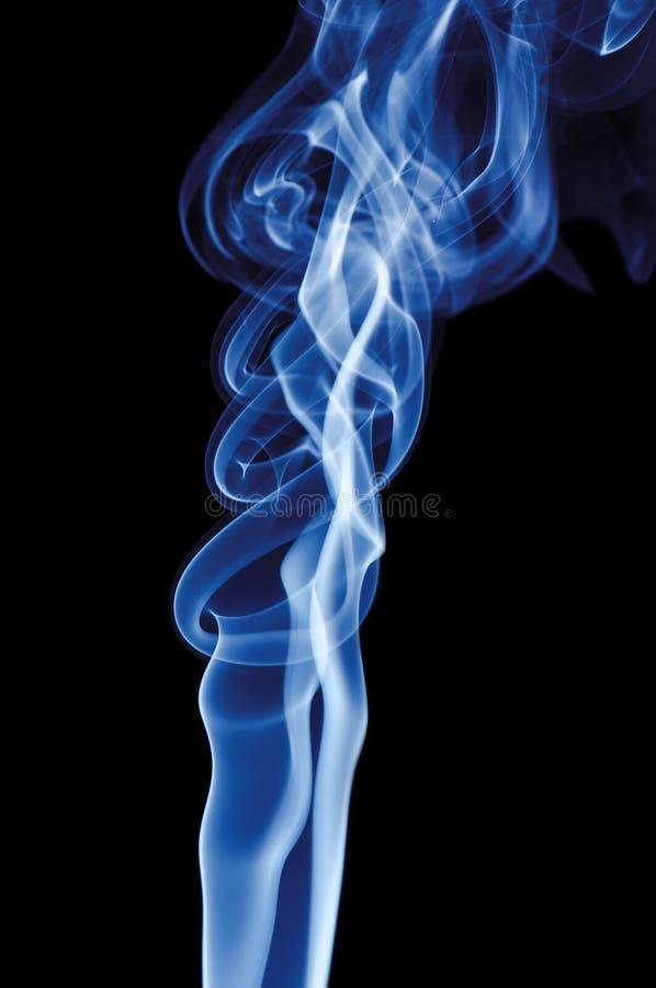 czarny dym niebieski tła fotografia stock
