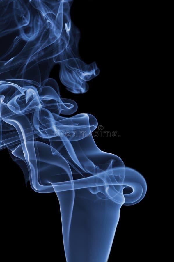 czarny dym niebieski tła obraz royalty free